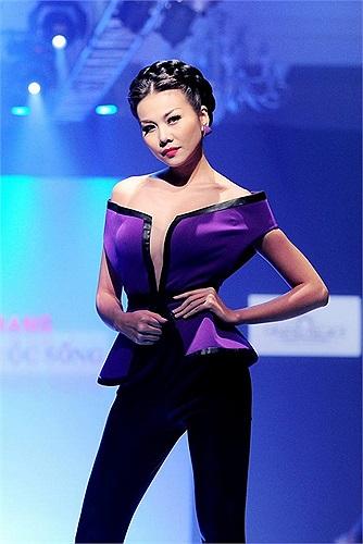 Thanh Hằng là siêu mẫu hàng đầu của showbiz, nhưng khá tín tiếng về đời sống riêng tư.
