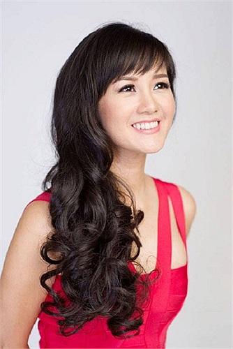 Dù đã bước qua ngưỡng cửa tuổi 40, nhưng trông Hồng Nhung vẫn trẻ trung và tràn sức sống.