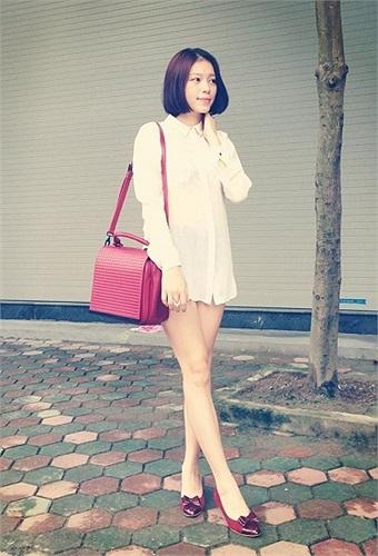 Hotgirl Linh Rin phong cách.