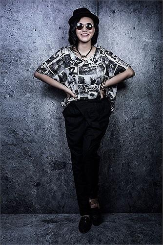 Phương Linh hiện đã chuyển vào TP. HCM sinh sống để tiếp tục theo đuổi sự nghiệp ca hát. Được biết cô vừa tốt nghiệp khoa thanh nhạc trường Cao đẳng Nghệ thuật Hà Nội.