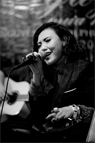 Cuộc gặp gỡ và sự đồng cảm với nhạc sĩ Dương Trường Giang đã khiến Nguyễn Khánh Phương Linh quyết định rằng sẽ phải thực hiện một sản phẩm âm nhạc nghiêm túc. MV Ngày mưa rơi ra đời như vậy.