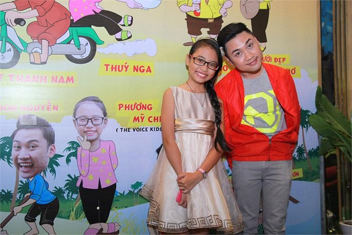Phương Mỹ Chi chụp ảnh cùng Don Nguyễn