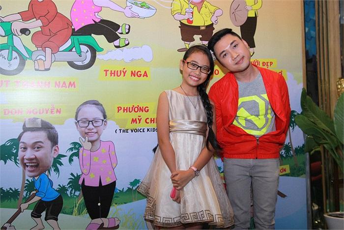 Trả lời câu hỏi rằng việc đóng phim gây ảnh hưởng đến việc học ở trường của em thế nào khi bộ phim 'Hai lúa' phải quay ở tận Campuchia. Chị Bảy nhẹ nhàng thưa rằng việc vai của em trong phim chỉ diễn ra tại các tỉnh miền Tây.