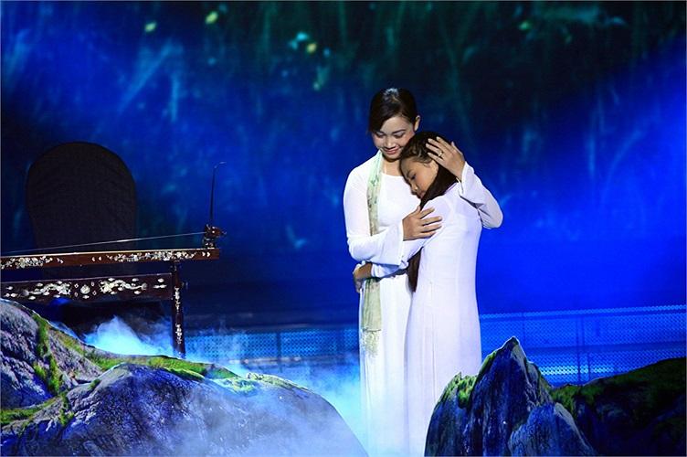 Trong vòng liveshow, Phương Mỹ Chi có lần thất bại với ca khúc Lòng mẹ.