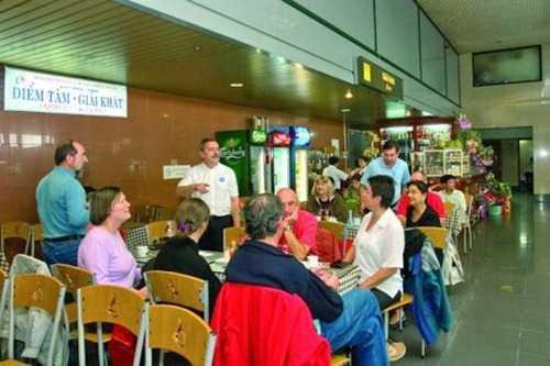 Một số dịch vụ ở sân bay chưa đảm bảo chất lượng và giá cả.