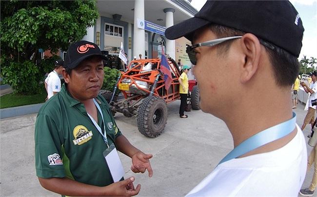 Anh cho biết, Lào không đánh thuế nặng xe và động cơ ô tô. Nếu ở Việt Nam, chắc chắn giá thành sẽ đội lên rất nhiều.(Ảnh: TTVH)