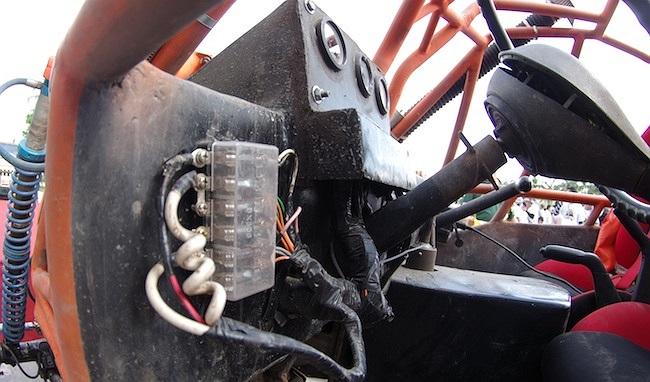 Hộp cầu chì để đảm bảo an toàn cho hệ thống điện khi gặp vấn đề.(Ảnh: TTVH)