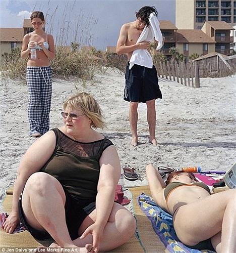 Bức ảnh này là bức đầu tiên được chị Davis chụp hồi năm 2002, có tựa đề là 'Áp lực', khi ấy chị nặng hơn 120 ký.
