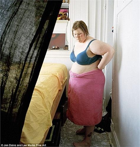 Thậm chí có những tấm ảnh cho thấy chị không mặc... quần.