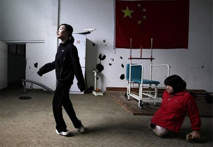 Hình ảnh Hongyan năm 16 tuổi trong một ca tập chạy bộ trước khi dự giải London 2012 Paralympic Games.