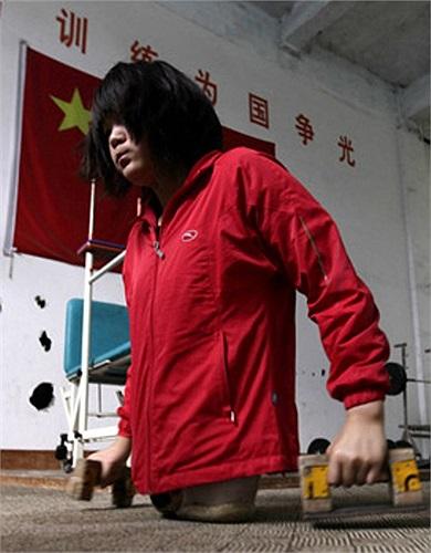 Tuy nhiên, sau đó Hongyan đã quyết định tìm kiếm những cơ hội khác, em đăng ký tham gia vào một lớp bơi lội dành cho người khuyết tật.