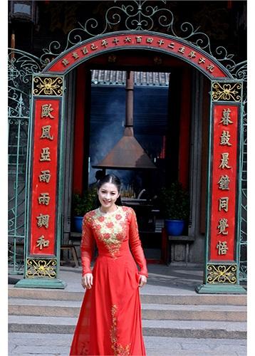 Người mẫu kiêm diễn viên Thái Nhã Vân vướng phải lùm xùm khi thực hiện bộ ảnh nude 'Thoát' vào năm 2012. Bộ ảnh vừa qua được đăng tải trên báo, mạng làm xôn xao dư luận