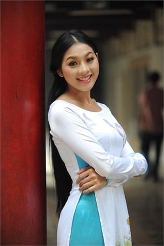 Với vẻ đẹp sắc sảo, Thái Nhã Vân còn xuất hiện trong một số mẫu quảng cáo dầu gội đầu, sữa tươi, thuốc bổ...
