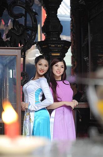 Xem thêm ảnh của Thái Nhã Vân và ca sĩ Thúy Khanh do nhiếp ảnh gia Nguyễn Tuấn Anh và Lữ Đắc Long thực hiện: