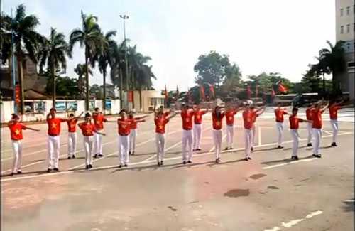Sinh viên cảnh sát nhảy dân vũ