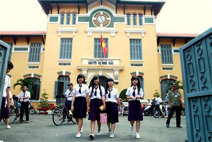 Trường THPT Nguyễn Thị Minh Khai, Q1, TPHCM chọn gam tím là màu sắc chủ đạo cho đồng phục học sinh.