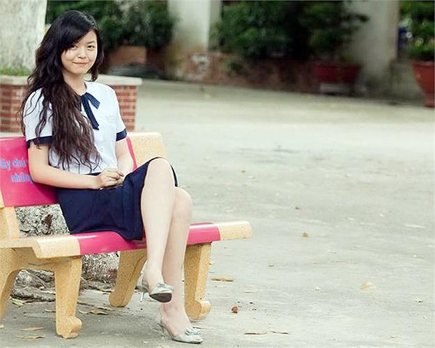 Tuy có đồng phục váy hiện đại nhưng nữ sinh Lê Quý Đôn vẫn giữ thói quen mặc áo dài ngày đầu tuần.