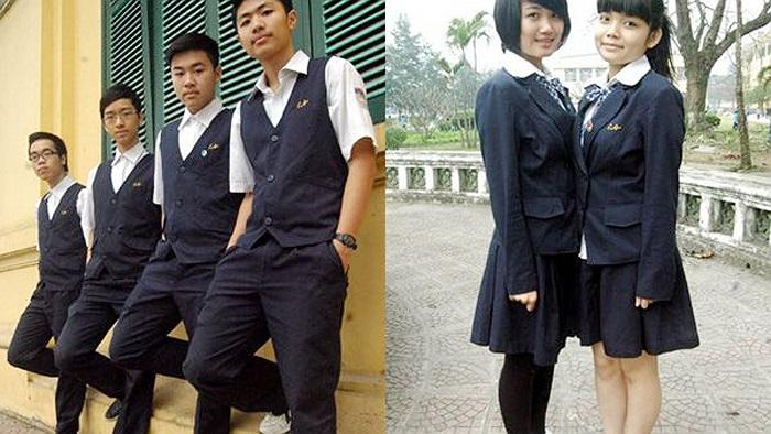 Hơn 100 năm thành lập, trường Chu Văn An - Hà Nội mới đưa ra một quyết định mang tính đột phá, đầy táo bạo đó chính là thay đổi đồng phục trường. Trên đây là hình ảnh đồng phục mùa đông dành cho nam và nữ.