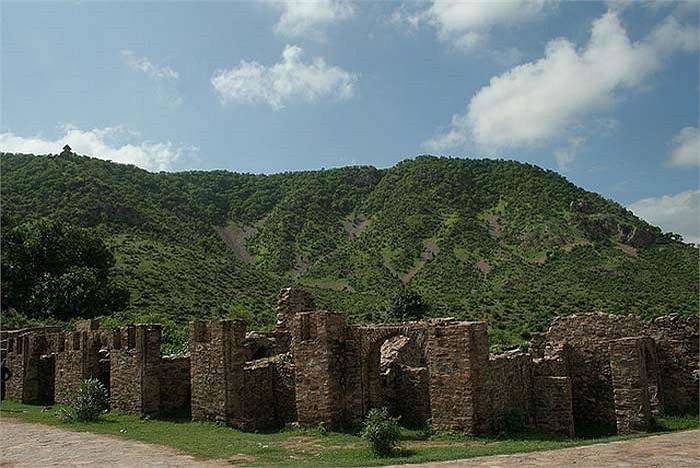 Những công trình này vẫn còn khá nguyên vẹn dù đã bị bỏ hoang nhiều thế kỷ. Rất nhiều trong số đó vẫn giữ được vẻ uy nghi lộng lẫy xa xưa.