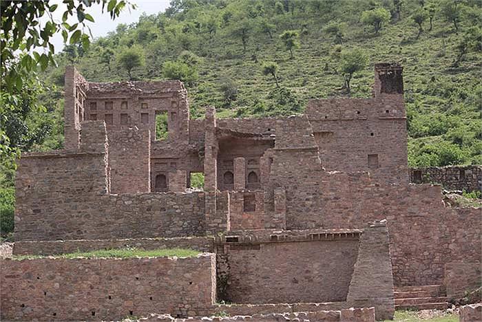Trong thời kỳ thịnh vượng nhất, thành phố này từng là nơi cư trú của hơn 10.000 người.