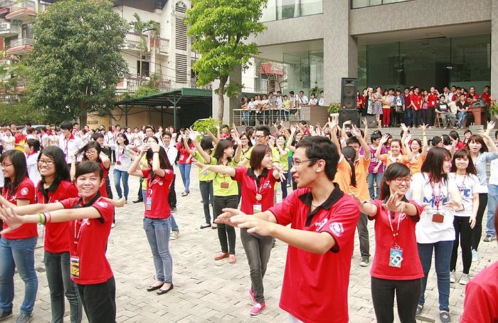 Nụ cười luôn rạng rỡ trên môi các sinh viên tham gia tiết mục nhảy flashmob