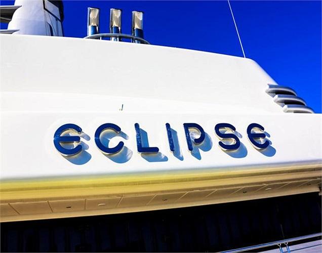 Giá của chiếc siêu du thuyền Eclipse vào năm 2010 là 1,5 tỷ USD. Chỉ mới gần đây, nó mới chịu nhường lại danh hiệu du thuyền dài nhất thế giới.