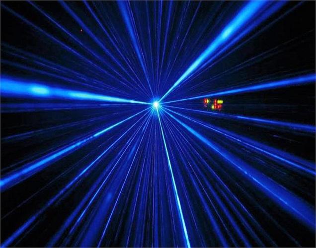 Về mặt lý thuyết, Eclipse còn có hệ thống bảo vệ bằng tia laser, nhằm tránh ống kính thợ săn ảnh.