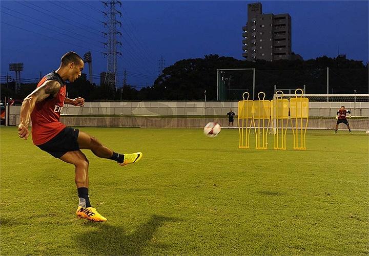 Arsenal tiếp tục chuyến du đấu ở Nhật