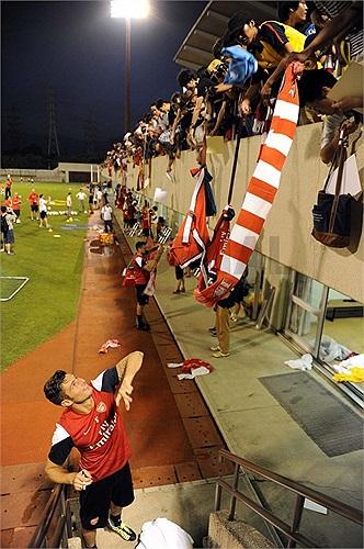 Cổ động viên Arsenal ở Nagoya không đông đảo như tại Việt Nam hay Indonesia