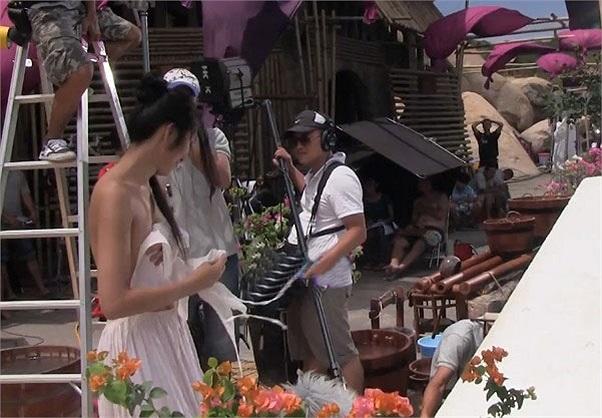 Nhưng cách đây ít lâu, một số hình ảnh hậu trường của Tăng Thanh Hà (vai Linh Lan) trong bộ phim 'Mỹ Nhân kế' đã gây chú ý.