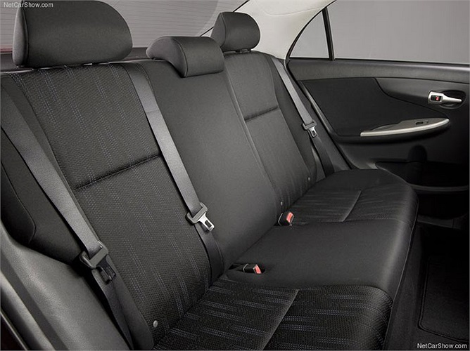 Dưới nắp ca-pô của Corolla 2011 là động cơ DOHC dung tích 1,8 lít 4 xy-lanh cho công suất 132 mã lực tại dải tua 6.000 vòng/phút và mô-men xoắn cực đại 128lb-ft tại 4.400 vòng/phút.