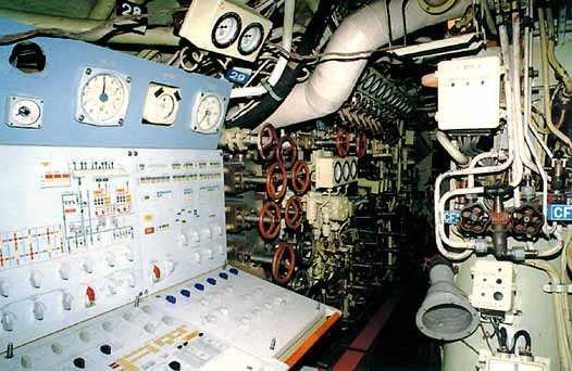 Trung tâm điều khiển máy móc của tàu ngầm Kilo