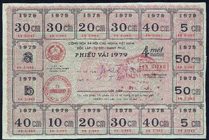 Tiền theo cách hiểu thông thường thì có thể mua được mọi loại hàng hóa và dịch vụ, nhưng có lúc tiền chỉ dùng để đổi được một món hàng hóa nhất định như quần áo, vải vóc... Chế độ tem phiếu ở Việt Nam là điển hình.