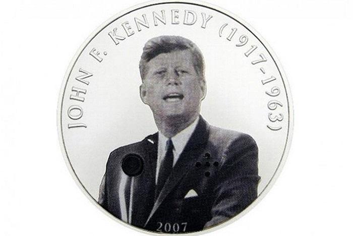 Năm 2007, Mông Cổ đã phát hành đồng xu 500 Tugrik in hành cựu Tổng thống Mỹ John F. Kennedy. Tuy nhiên điều ấn tượng hơn là trên ngực của Kennedy có một cái nút nhỏ, khi bấm vào đó, người ta có thể nghe được bài phát biểu 'Tôi là một người Berlin'