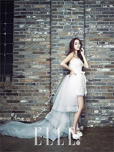 Bà xã Lee Byung Hun Lee Min Jung liên tục khoe ảnh cưới đẹp lung linh.