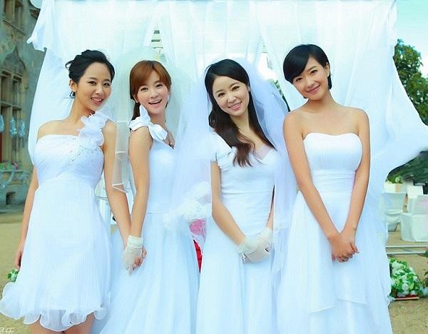 Cô dâu Lâm Tâm Như khoe sắc cùng các nữ diễn viên của 'Hoa phi hoa vụ phi vụ'.
