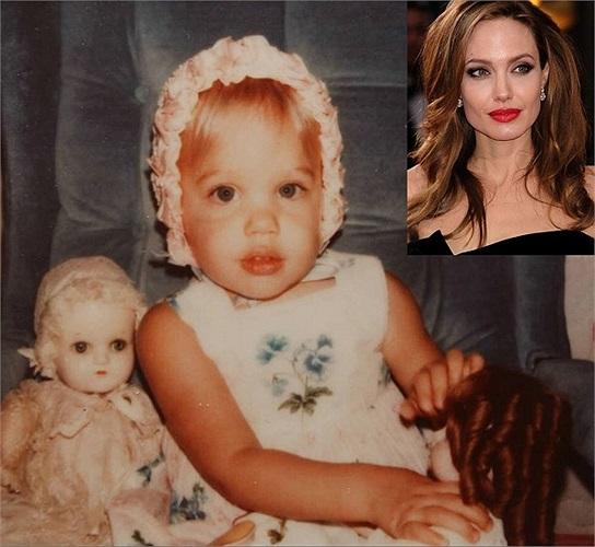 Minh tinh Angelina Jolie khoe ảnh thời bé xíu.