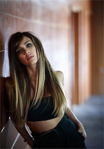 'Thiên thần bóng tối' Jessica Abla đẹp ma mị trong shoot ảnh của tạp chí.