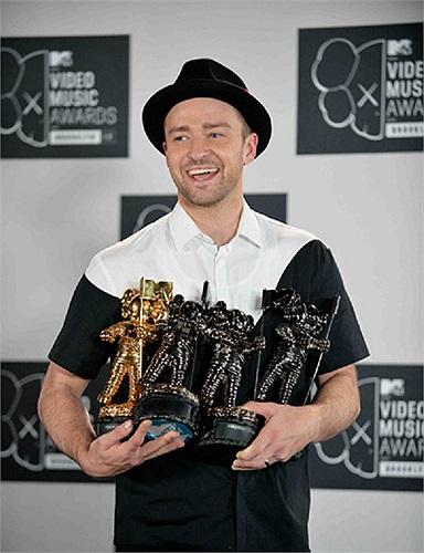Justin Timblake thắng lớn tại giải video của MTV 2013.