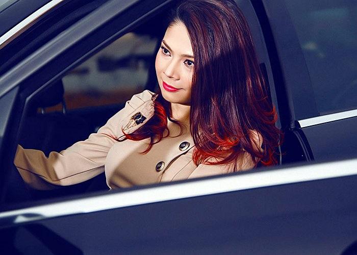 Bằng việc mua chiếc C300 AMG, Thanh Thao gia nhập CLB các sao dùng xe Mercedes cùng với Thanh Hằng, Hương Giang, Chi Bảo...