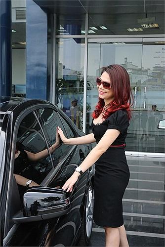 Trước Mercedes C300 AMG, người đẹp này từng sử dụng Toyota Camry, BMW 5 Series và Kia Morning