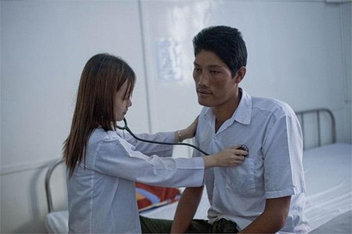 Tại Singapore, các bác sĩ sẽ nỗ lực để loại bỏ khối u nằm trên tuyến yên, nơi sản sinh ra hóc môn tăng trưởng của người đàn ông này.
