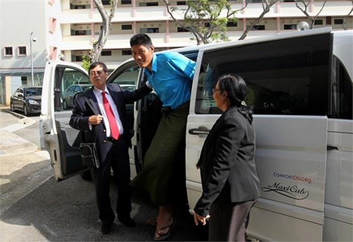 Hiện anh đang trở nên nổi tiếng tại Myanmar, nhiều người hi vọng anh có thể chữa trị khỏi căn bệnh của mình.