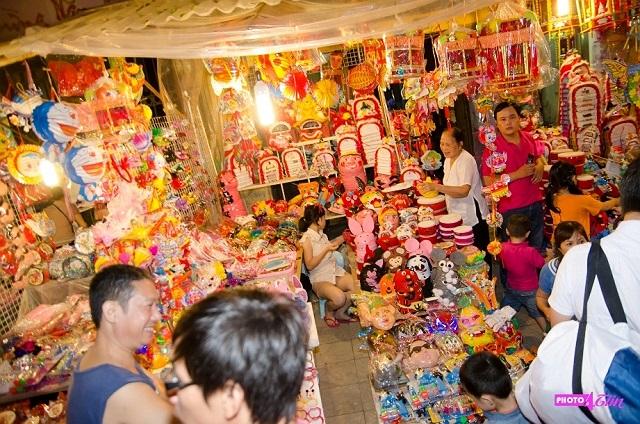 Tuy nhiên, các mặt hàng đồ chơi truyền thống càng được chú ý đến và được bày bán khá nhiều.