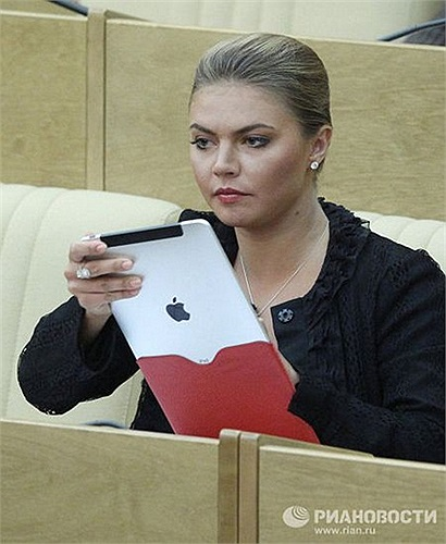 Một số nghị sĩ trong Duma quốc gia Nga cũng là fan của các thiết bị công nghệ, trong đó có Phó chủ tịch uỷ ban thanh niên của Hạ viện Nga Alina Kabayeva