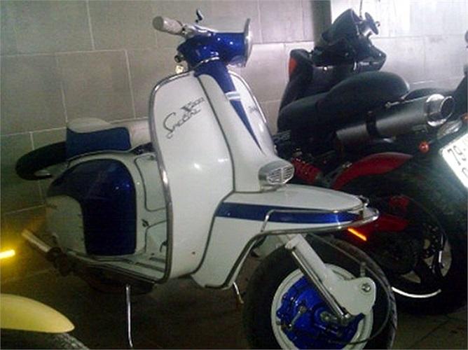 mô tô '3 càng', những chiếc xe mô tô nhỏ như xe mô hình và rất nhiều chiếc xe đạp, xe đạp có máy nổ của Nhật...