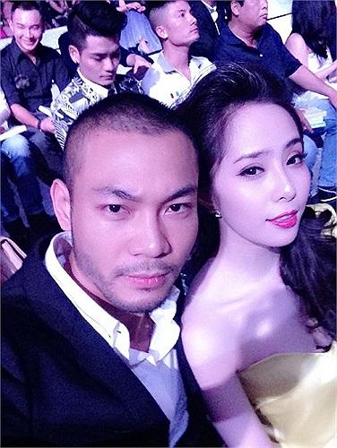 Quỳnh Nga chụp hình cùng Doãn Tuấn trong chương trình tối qua.