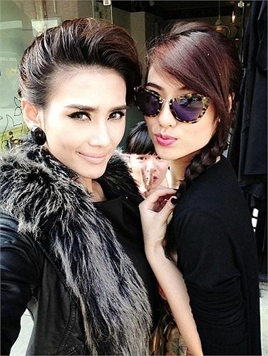 Cả hai đã có chuyến đi tới cái nôi thời trang London để tham dự nhiều sự kiện.