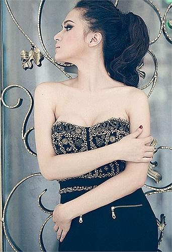 Người đẹp ngày càng mềm mại và nữ tính.