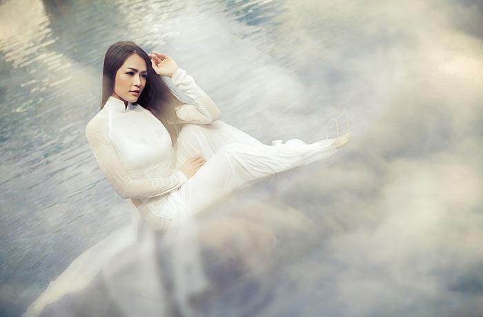 Nhiếp ảnh: Chí Dũng, Áo dài Việt Hùng, đồ họa: Jay Zhang, stylist: Vô thường, trang điểm: Hà Hùng Dũng